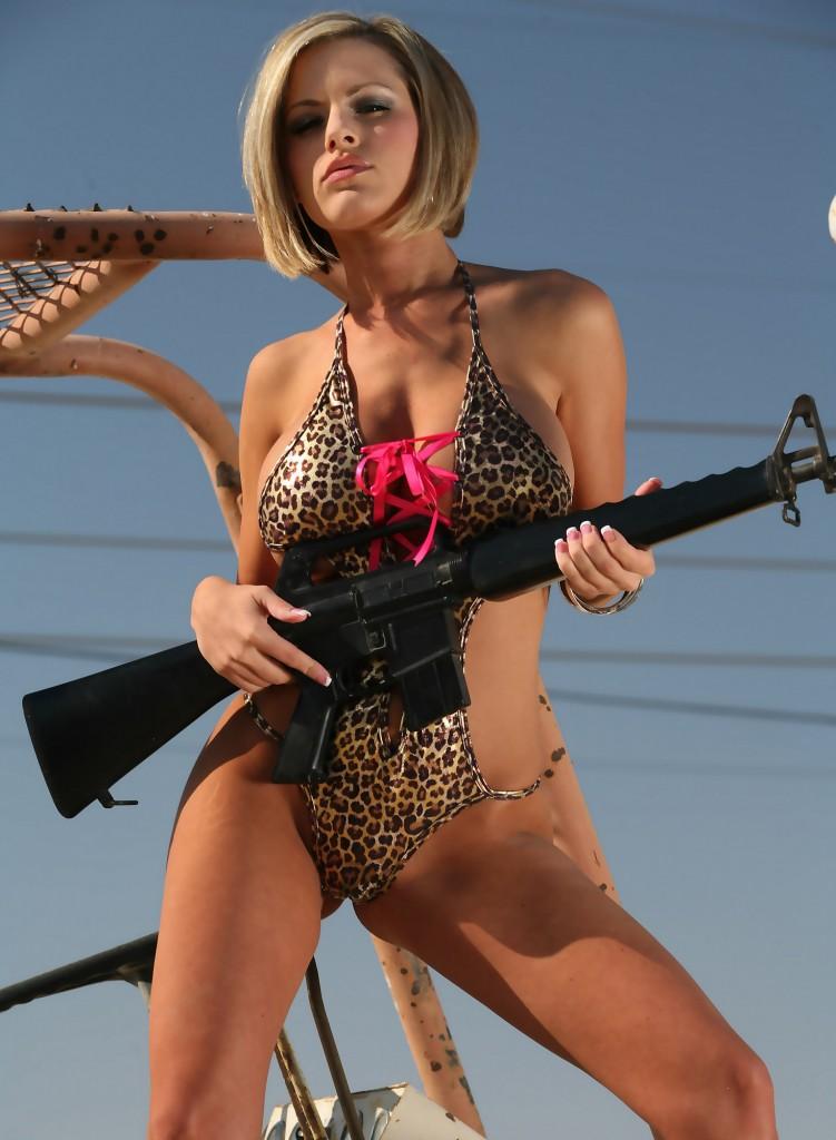 girl war 124 751x1024 Девушки и оружие