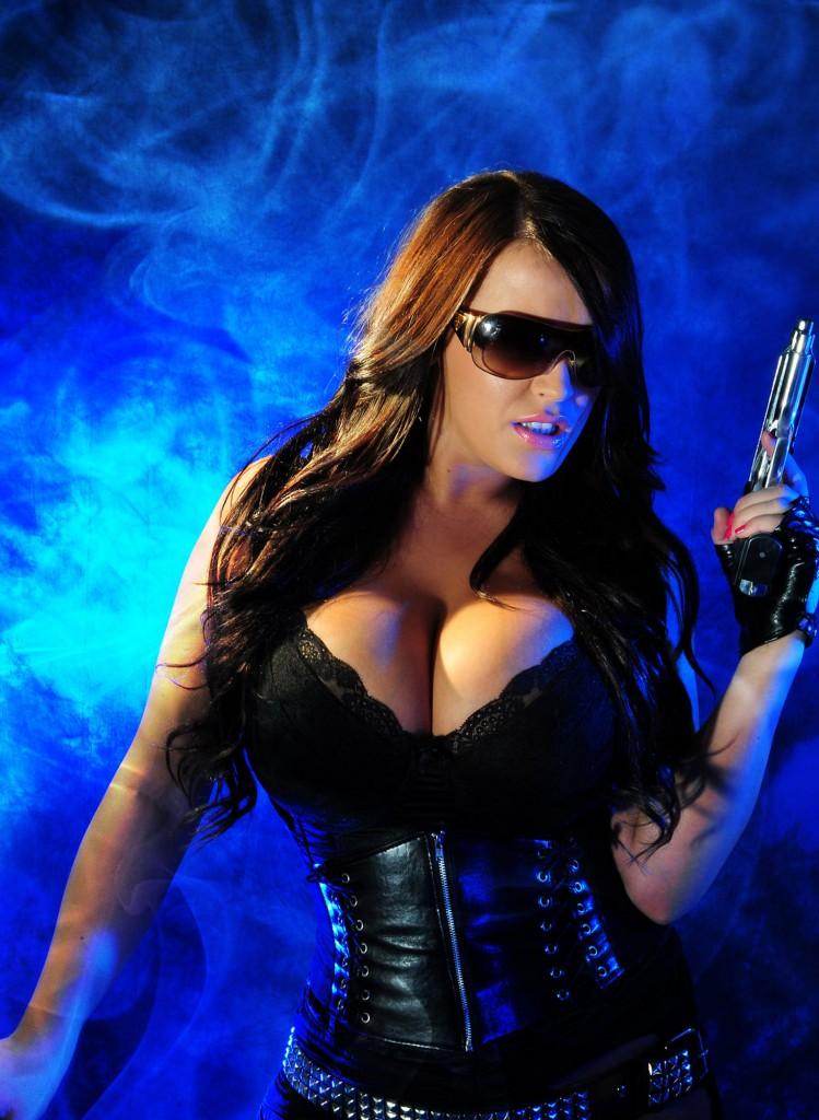 girl war 20 749x1024 Девушки и оружие