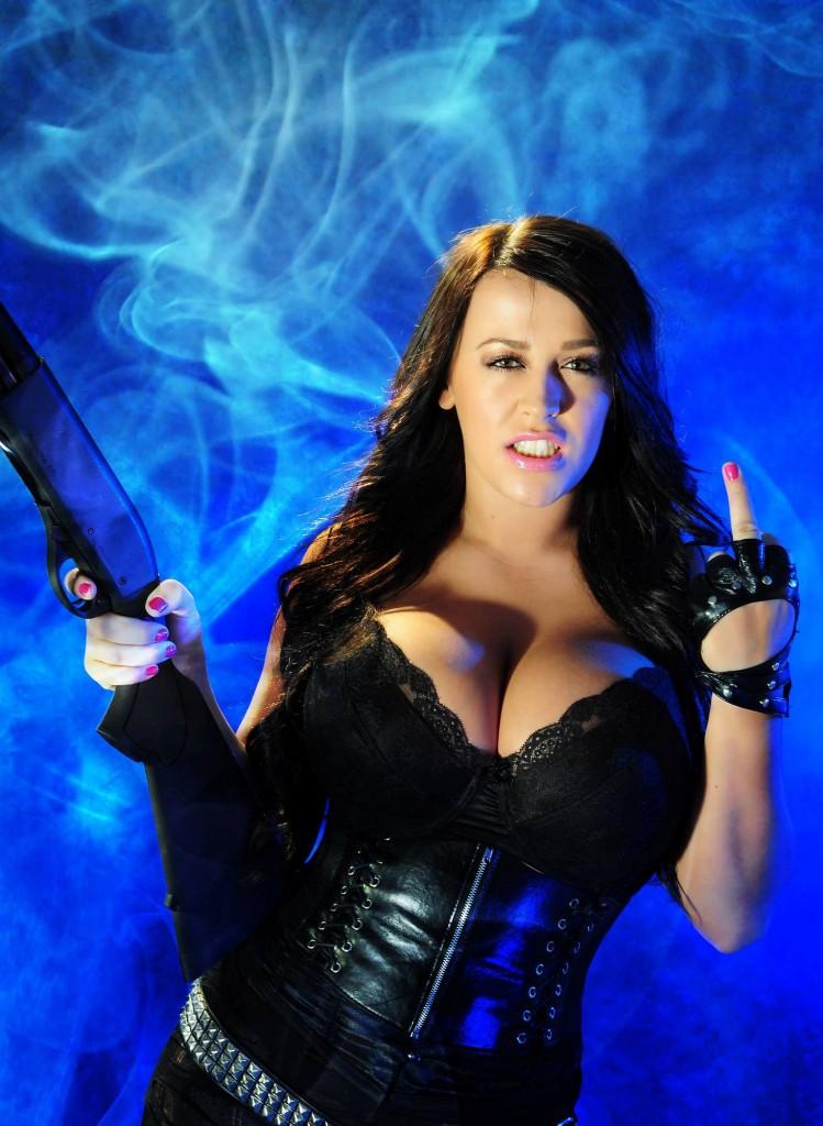 girl war 28 749x1024 Девушки и оружие