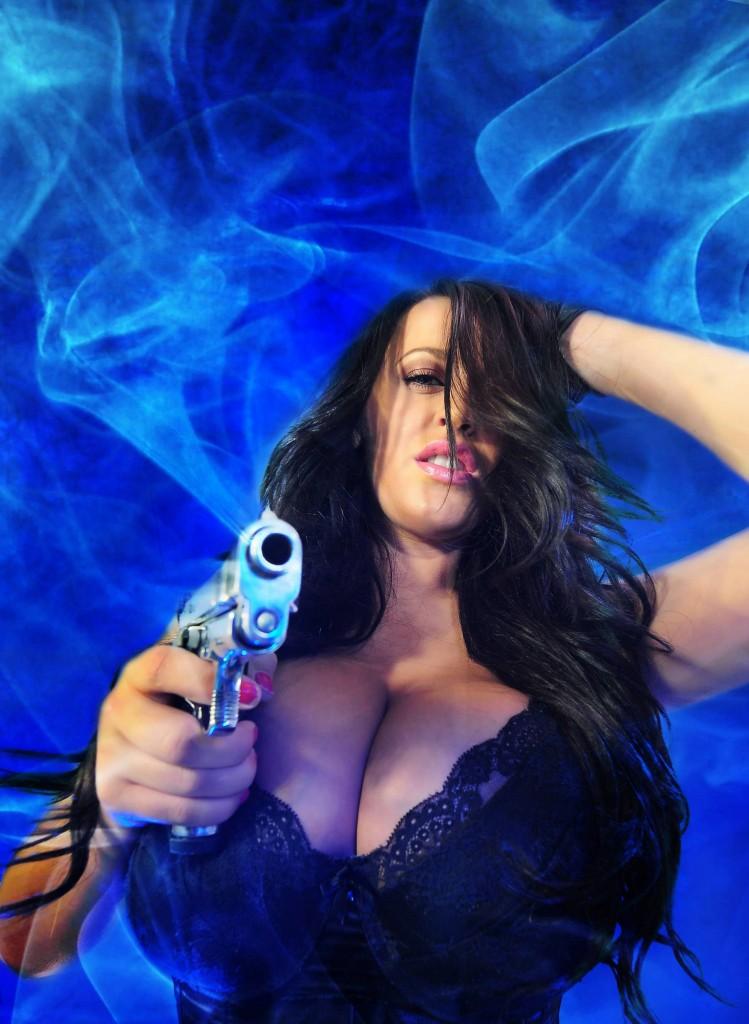 girl war 35 749x1024 Девушки и оружие