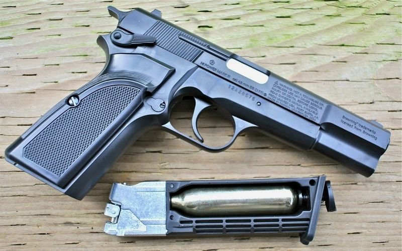 Browning Hi power Mark III Right Magazine Пневматический пистолет Umarex Browning Hi power Mark III