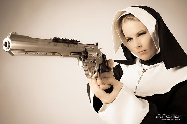Girls and guns 01 Красивые девушки и оружие