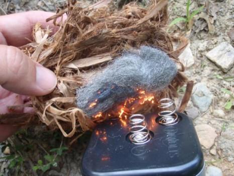 P7080421 466x350 Навыки выживания. Как развести огонь при помощи стальной губки для посуды